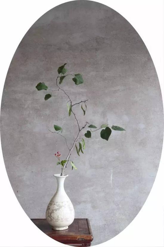 老窯瓷博物館   元 磁州窯白釉刻花玉壺春瓶 (全品)   口徑:8.8CM 底徑:9.2CM 高:30CM
