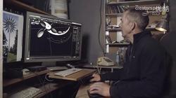 设计师最初用电脑建模,之后按照设计制作成形