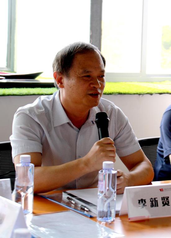 闽江学院副校长李新贤发言