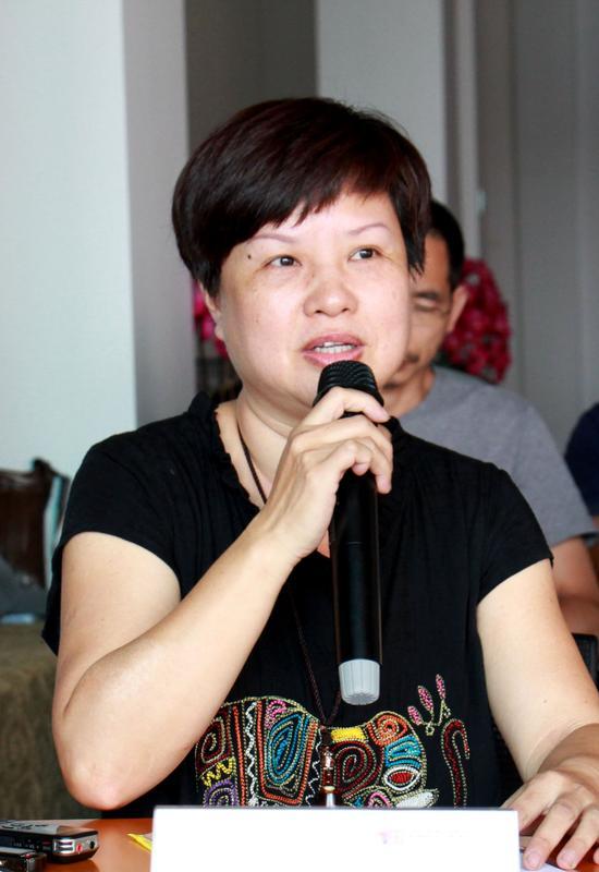 闽江学院美术学院校友代表俞峥发言