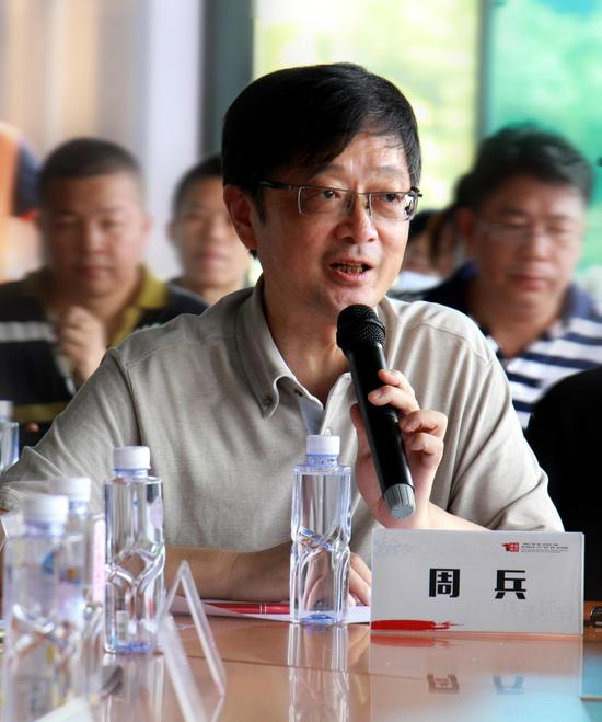 上海工艺美术学会副会长、资深艺术媒体评论家、上海艺术研究所原所长周兵发言