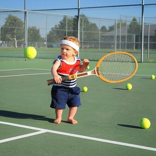 参加网球项目。(网页截图)