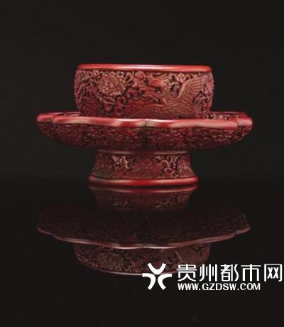 明永乐剔红莲花盏托成交价3314万港币。