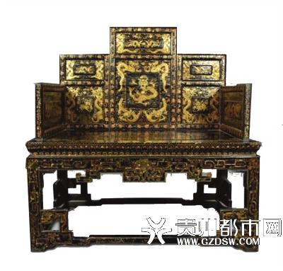 清康熙黑漆描金大宝座,成交价3795万港币。