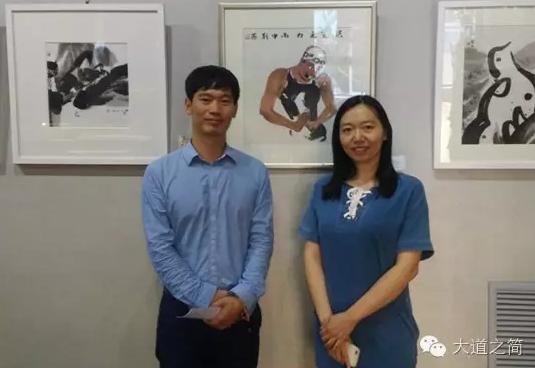 图为主办方禾中文化副总经理龚小虎和画家刘燕