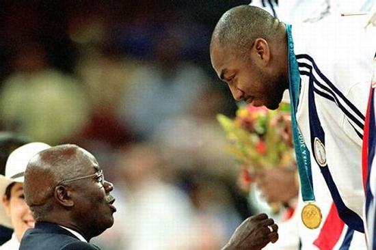 2000年悉尼奥运会时,贝克获得金牌