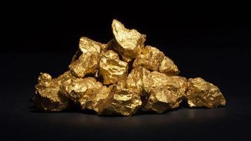 男子徒手挖出8斤重金块 价值126万