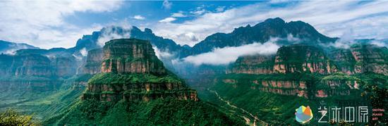 夏清成  原河南省摄影家协会名誉主席<br /> 《林州林虑山大峡谷》