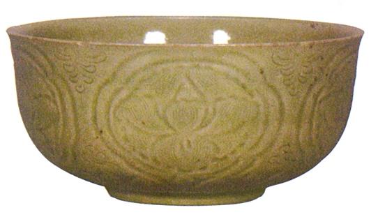越窑青釉刻花莲纹五瓣花口碗 口径14厘米 观复博物馆藏