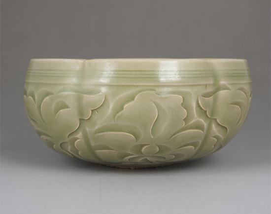 元代 耀州窑青釉刻花菊花纹钵 老窑瓷博物馆藏