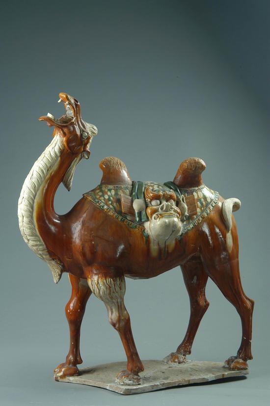 三彩载丝骆驼