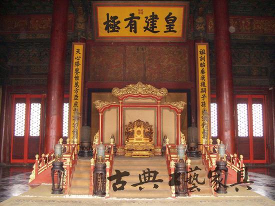 朱由校于天启五年亲自规划大殿的重修工作,于天启六年九月建成皇极殿、中极殿和建极殿。   3
