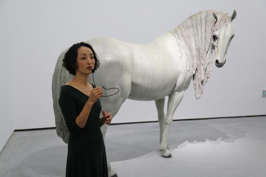 雕塑作品《我看到了幸福》,这组作品缘起于向京于2011年企划了名为的