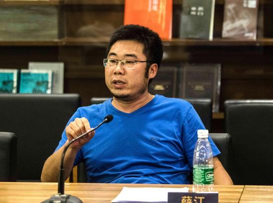 中央美院美术馆 衍生品负责人 薛江 中央美术学院美术馆王育琪图
