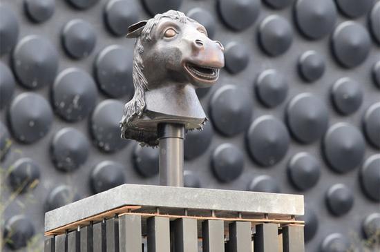 成龙捐给台北故宫南院的12生肖兽首,面临斩首命运。(图片来源:台北故宫)