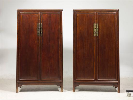 ▲黄花梨圆角柜一对 明末清初 16世纪末-18世纪初   宽:104厘米;深:61厘米;高:188厘米