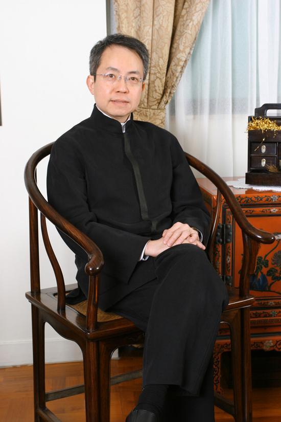 IMG_6277_副本刘柱柏医生 香港心脏专科医生,晏如居主人。 生于香港,毕业于香港大学医学院,曾留学英国。 古诗词爱好者,明式家具收藏家。