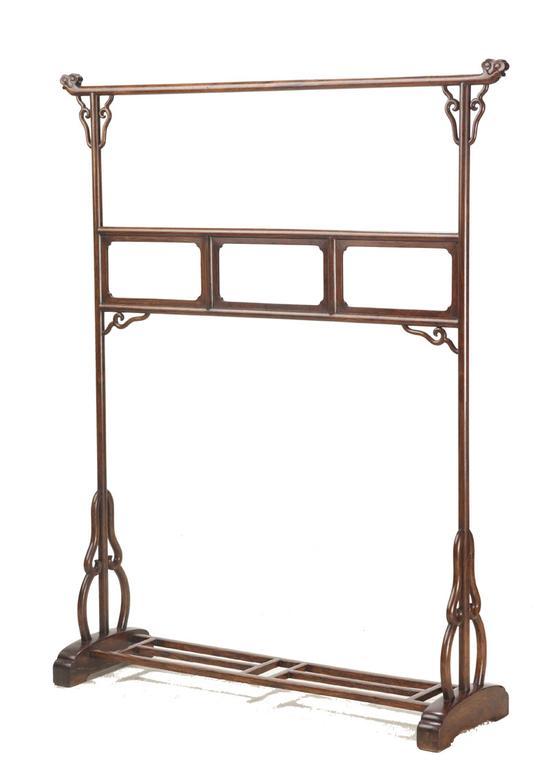 黃花梨衣架-2▲黄花梨衣架 明末 16世紀末-17世紀中叶 长:133.5厘米;宽:38.5厘米;高166.5厘米
