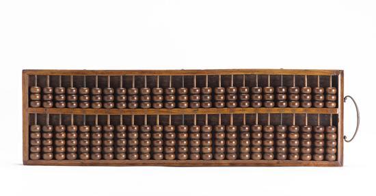 ▲黄花梨梁上三珠二十五档算盘 清乾隆 18世纪中至18世纪末 长:73.5厘米;宽:21.5厘米;高:3厘米