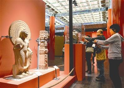 中印雕塑同场展出