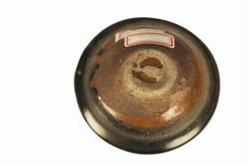 图2 宋代建窑黑釉茶盏及其底