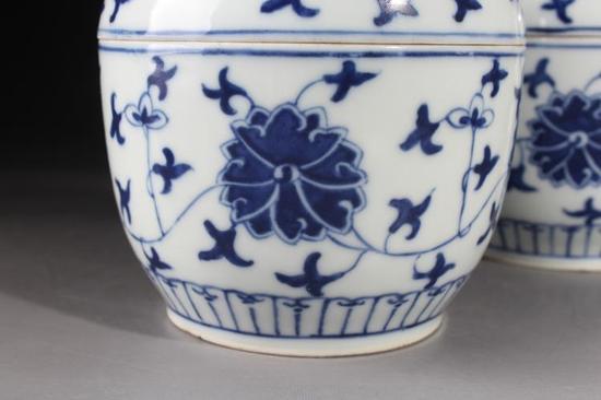 青花缠枝莲纹糖缸细节图