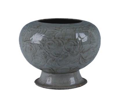 北宋越窑刻花牡丹纹莲瓣罐