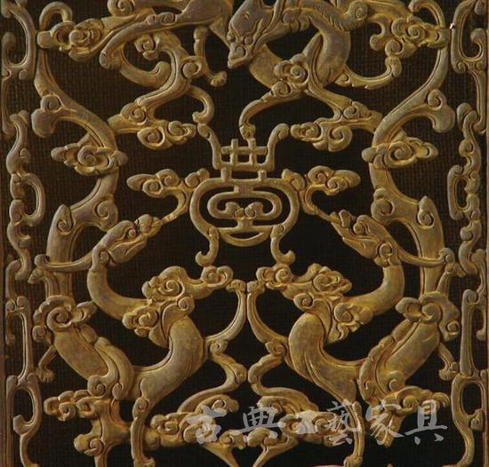 图1-2 围屏的雕饰