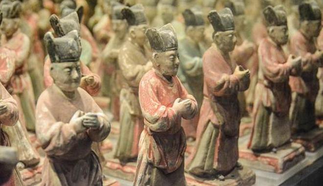 据了解,彩绘陶仪仗俑群是明秦简王死后随葬的依仗队。