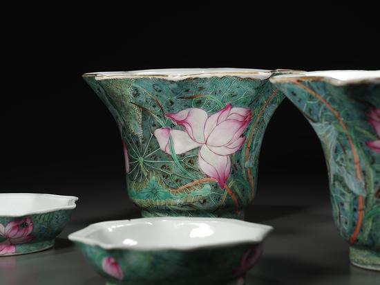 19014 清•粉彩荷叶纹花盆