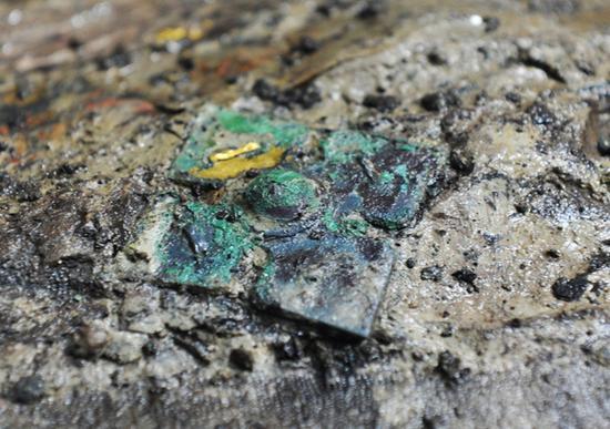 """""""琉璃""""实质上是一种铅钡玻璃,在西周被视为比玉还要贵重的宝物"""
