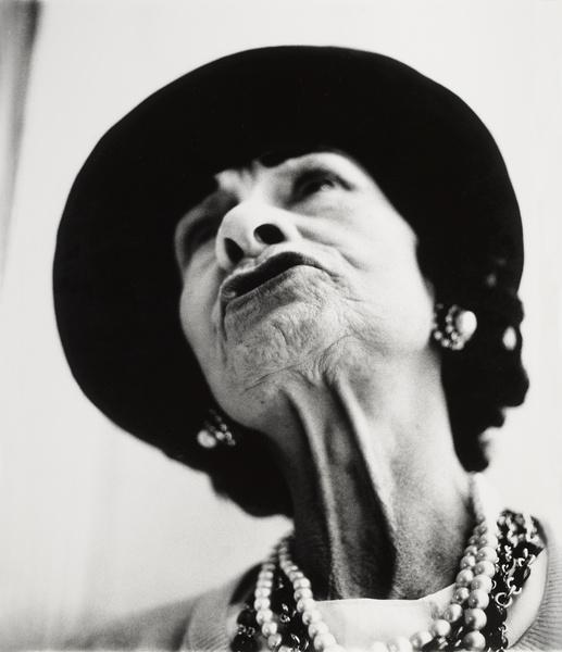 《加布里埃·香奈儿,服装师,巴黎,1958年3月6日》,1958,艾维顿,摄影