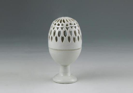 北宋·介休窑白釉镂空熏炉   山西博物院藏