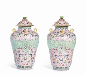 清乾隆粉地粉彩包袝式四系盖罐,成交价:4276万港元