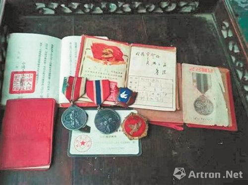 战斗英雄的证书、勋章、纪念章
