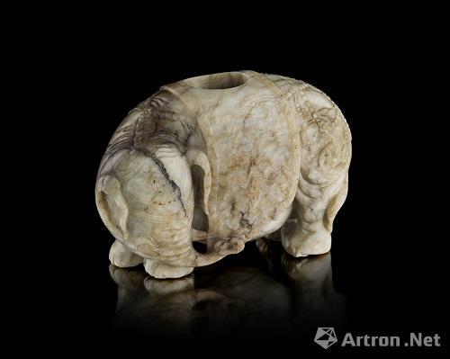 清 和田青玉象形摆件 宽14.5cm 估价 10,000 - 20,000英镑