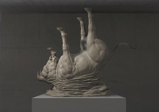 郭继锋《天使坠落》80×70×30cm 树脂 10版 2015年