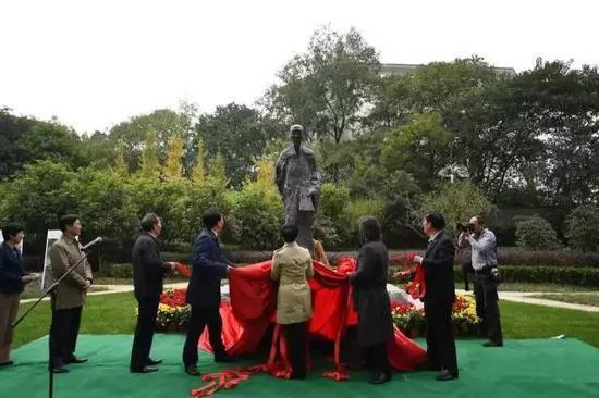 《袁枚》雕像揭幕仪式现场