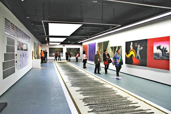 曾经成功举办过第三届南京国际美术展的百家湖美术馆,即将迎来首届江苏双年展开。