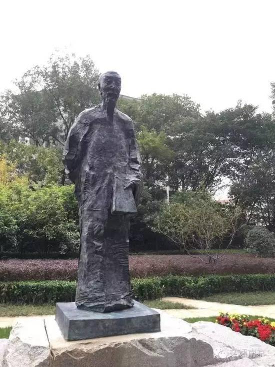 《袁枚》雕像,吴为山创作