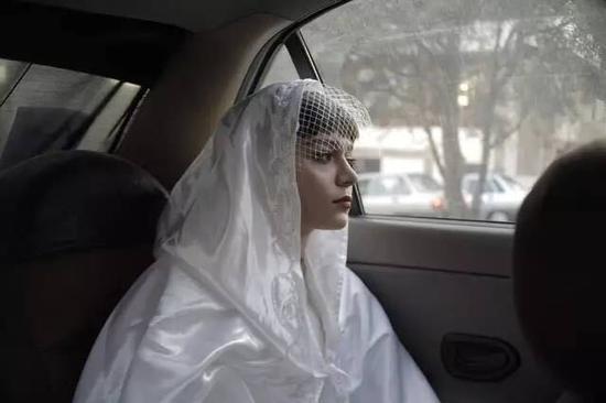 陶辉,《德黑兰的黄昏》,2014。图片:致谢新世纪当代艺术基金会
