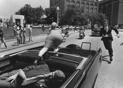 历史照片:1963年11月22日肯尼迪遇刺瞬间