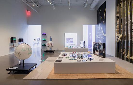 """""""数据区块链的未来展现""""展览现场,图片来源: 佩策尔画廊4"""