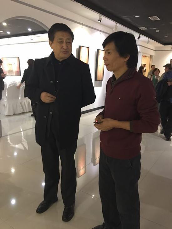 中国油画学会副主席张祖英与于阿军亲切交流