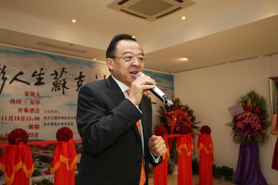 苏克油画展在北京开幕:涂抹七彩人生
