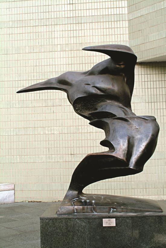 梁明诚《风浪》铜200cm 1997年