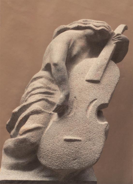 梁明诚《大提琴》 石 200cm 1998年