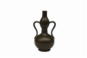 图2-1 茶叶末釉绶带葫芦瓶_