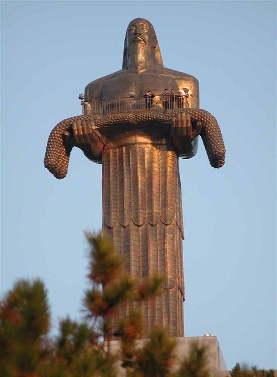 钱绍武《长治炎帝像》 铜 高390cm 1988年