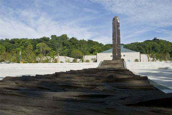 绍兴建城2500周年纪念雕塑 铜皮 镜面石 铸铜 高1280cm 立于越王城绍兴博物馆馆前广场